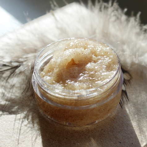 best-diy-pumpkin-spice-lip-scrub-thats-easy-to-made-for-a-homemade-beauty-gift
